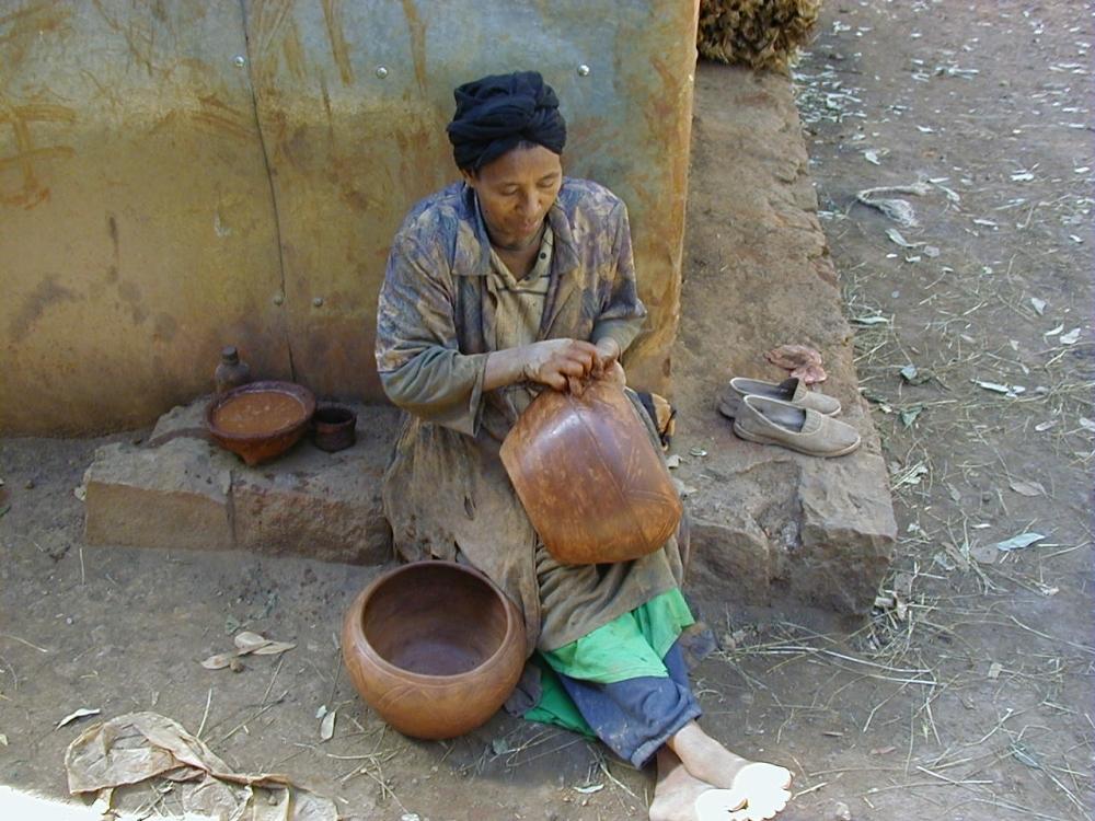ethiopian-jew-with-pottery
