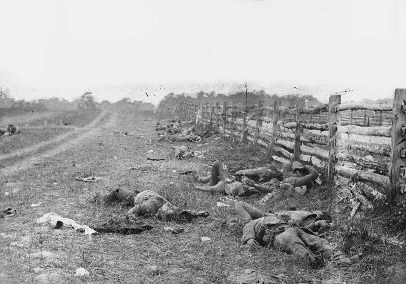 800px-Bodies_on_the_battlefield_at_antietam