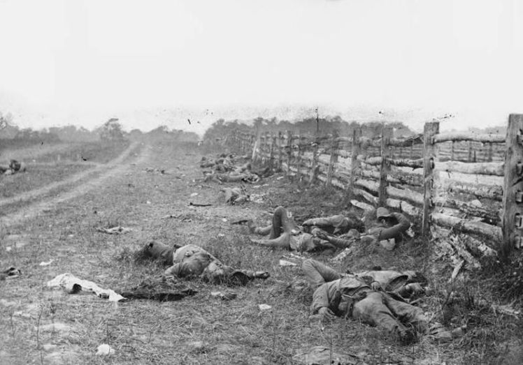 800px-Bodies_on_the_battlefield_at_antietam