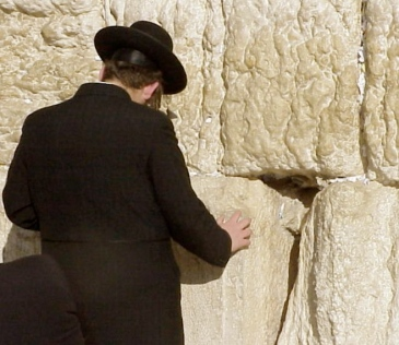 orthodox-praying-at-the-wall