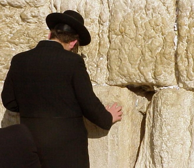 orthodox-praying-at-the-wall